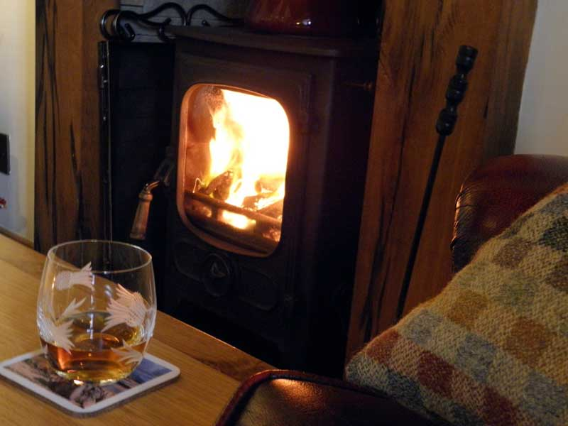 Cosy peat fire Uist Holiday Cottage
