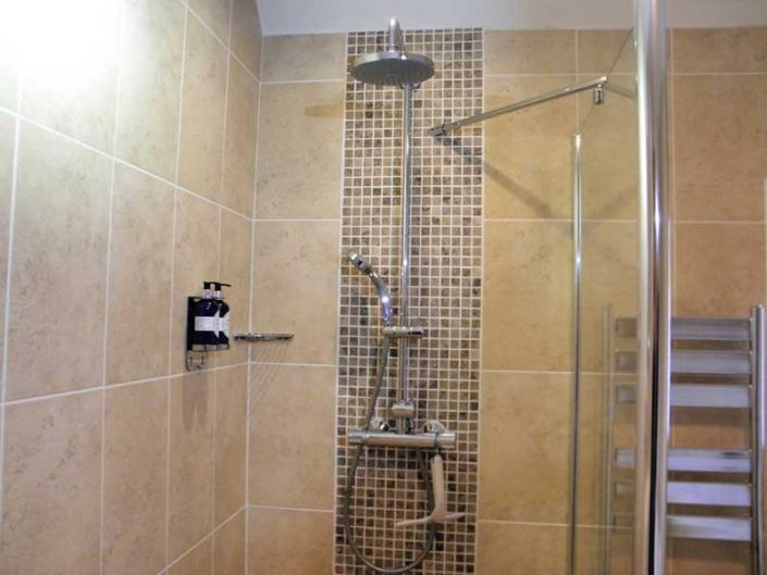 Walk in shower Uist Holiday Cottage